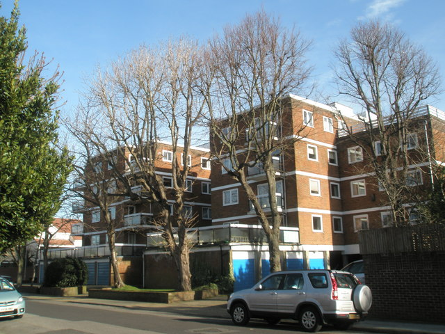 More modern flats in Craneswater Park