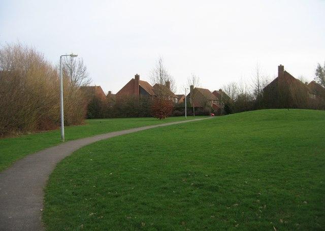 Footpath behind Saxon Way