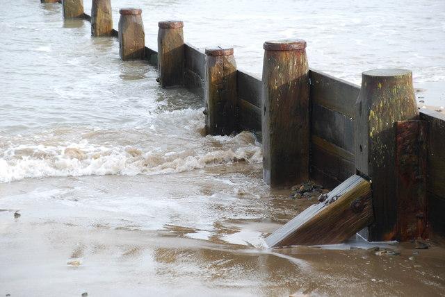 Grwyn Traeth Machroes Beach Groyne