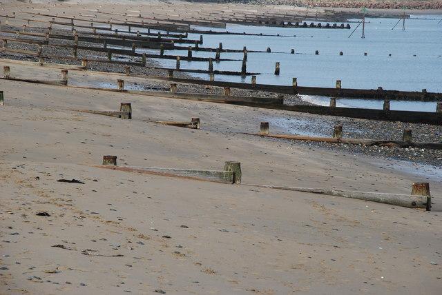 Grwynau Traeth Machroes Beach Groynes