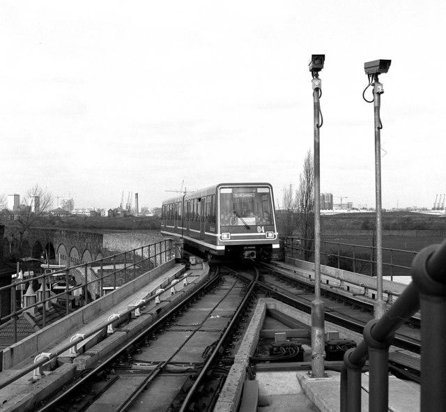 Island Gardens station, DLR