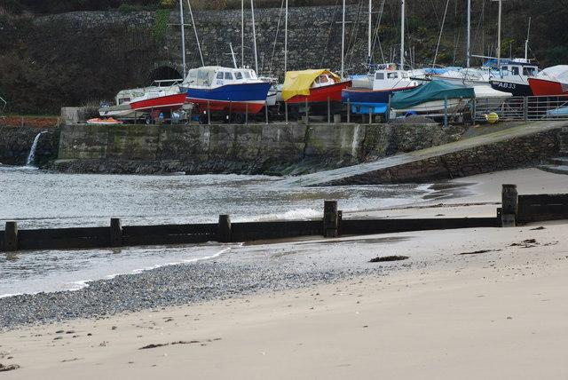 Iard Gychod a Llithrfa Machroes Boatyard and Slipway