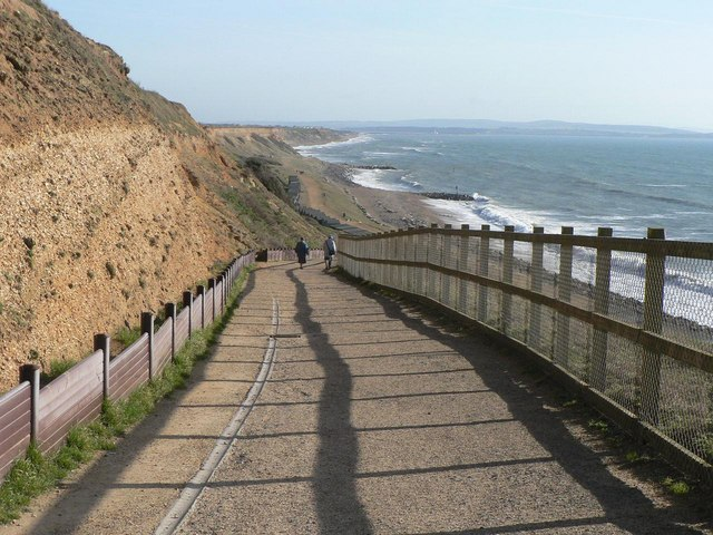 Barton on Sea: path to the beach