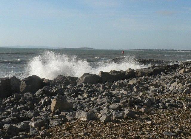 Barton on Sea: coastal defences