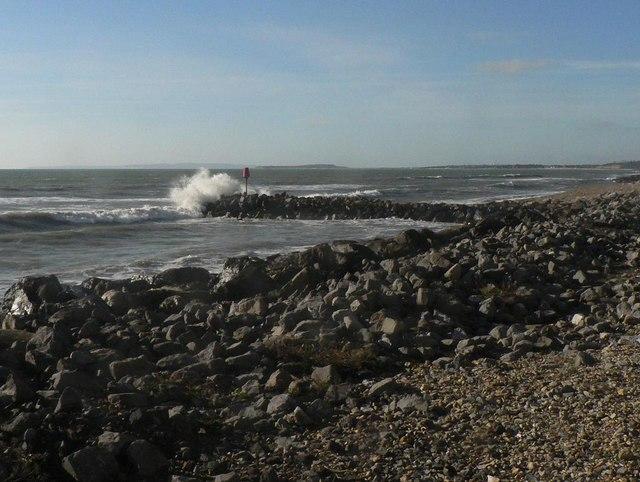Barton on Sea: the groyne gets it!