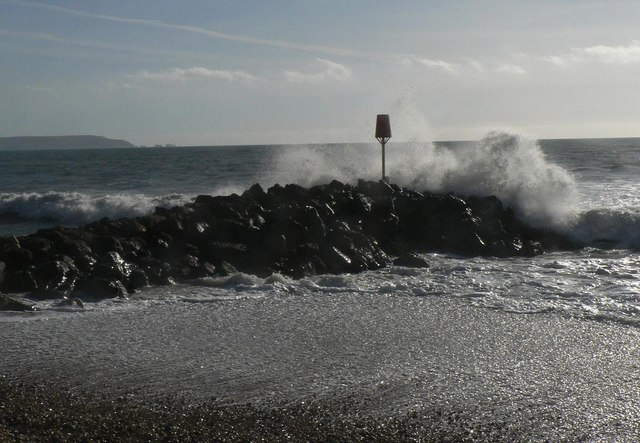 Barton on Sea: the groyne gets it again!
