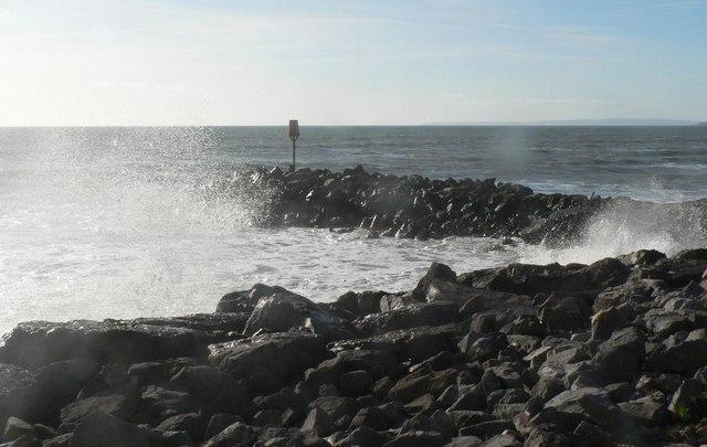 Barton on Sea: rough seas
