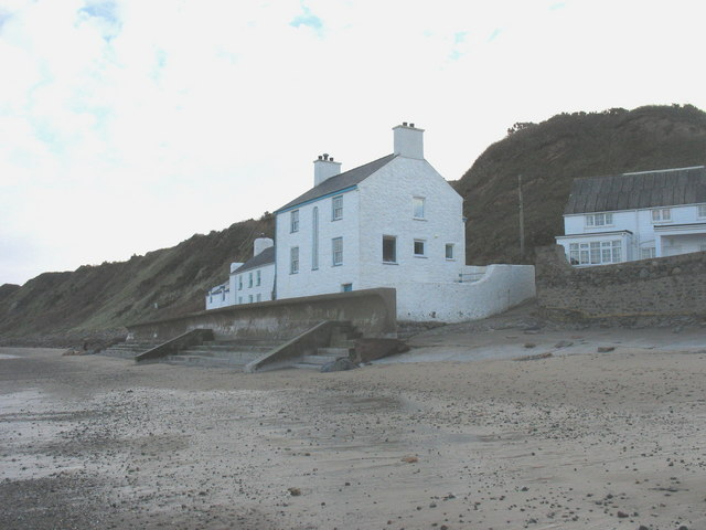 Beach side houses at Bwlch y Brudyn