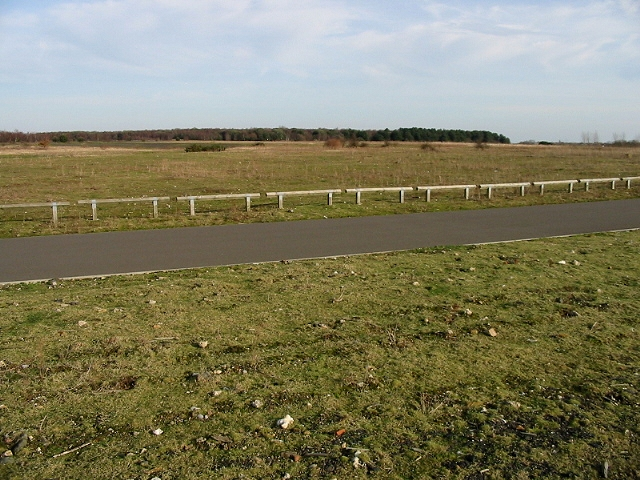 Cycle track around Fowlmead Country Park