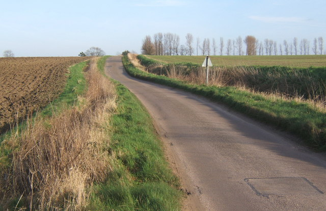 Lane heading east from Hemingstone church