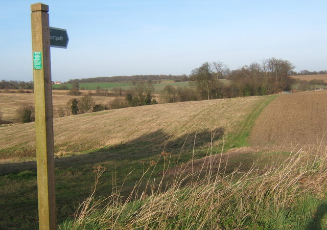 Footpath north of Hemingstone church