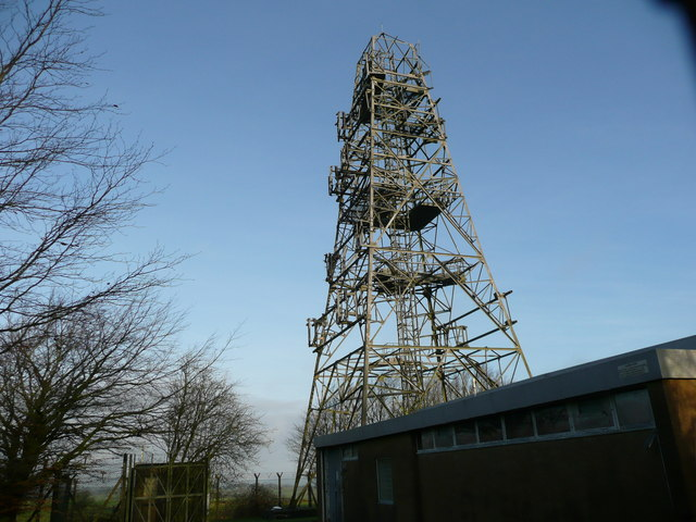 BT microwave link, now derelict, with dishes removed.