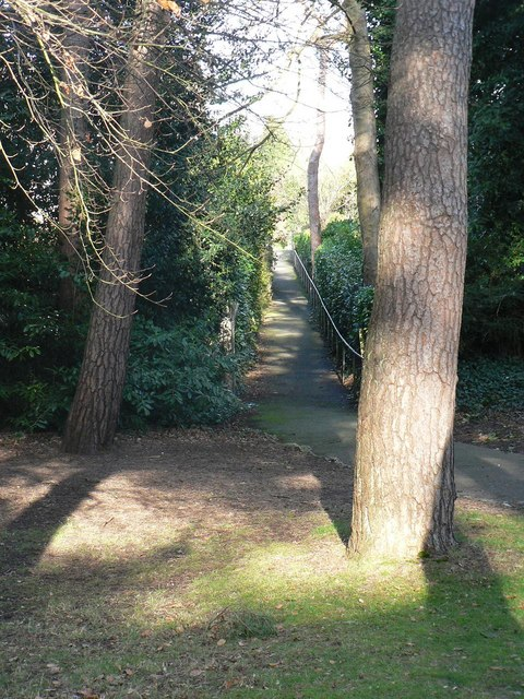 Bournemouth Gardens: lower footpath to Branksome Wood Road