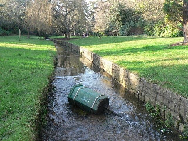 Bournemouth Gardens: litter bin littering