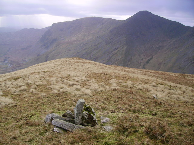Cairn, Lingmell End