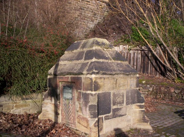 Marker stone about Framwellgate well in Durham City