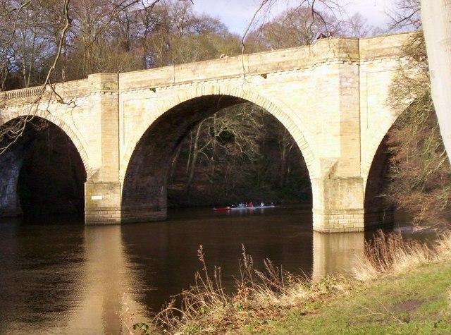 Prebends Bridge with rowers, Durham City