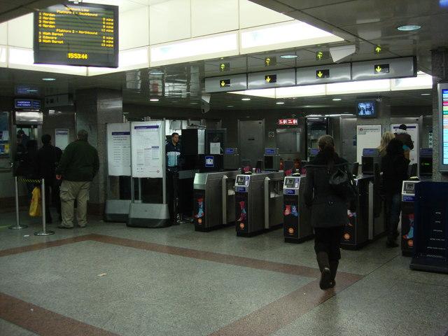 Ticket barrier, Angel tube station