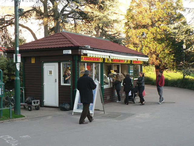 Bournemouth Gardens: coffee shop and balloon ticket office