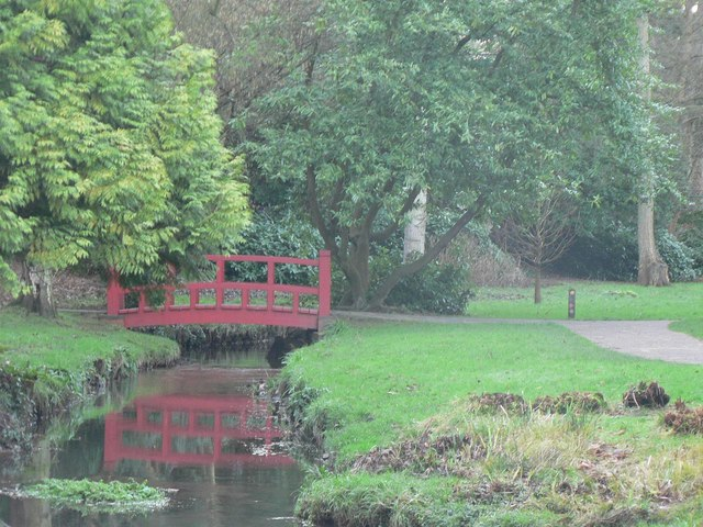 Bournemouth Gardens: red bridge reflected