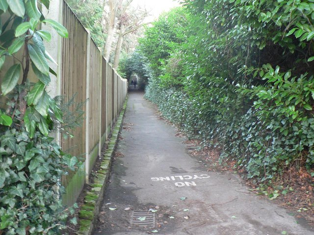 Bournemouth: higher footpath to Branksome Wood Road