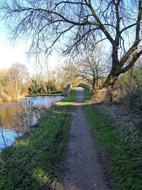 Staffs & Worcs Canal, looking north to Pratts Wharf Bridge