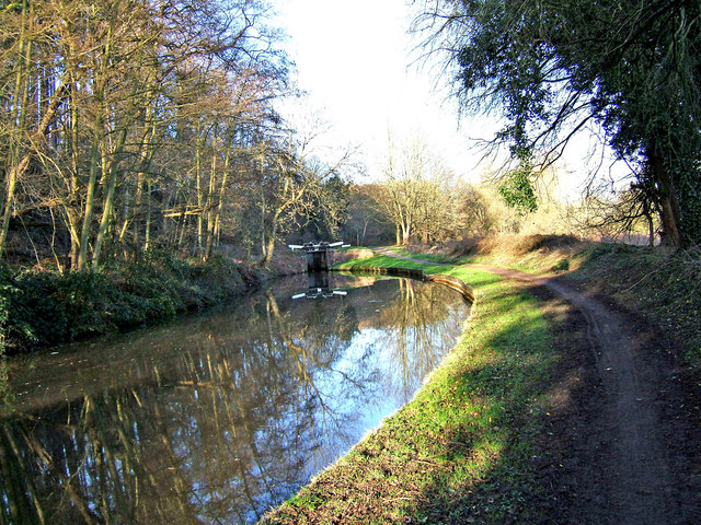 Staffs & Worcs Canal looking north to Falling Sands Lock