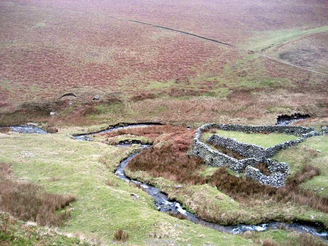 Sheepfold at confluence of Bram Rigg Beck and Swarth Greaves Beck