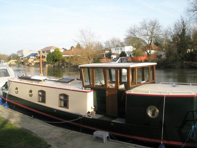Splendid Narrowboat moored at Ham Island