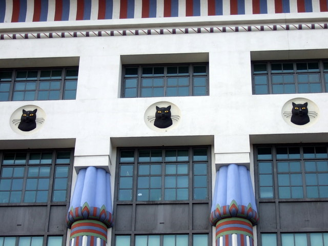 Cat frieze on Carreras building