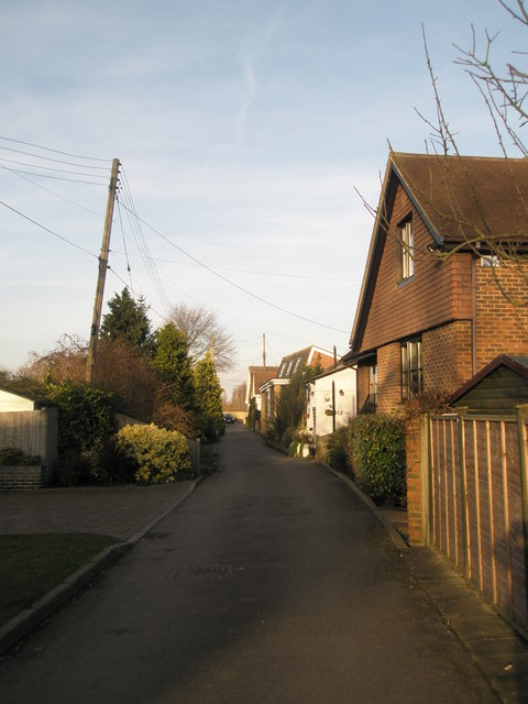 Houses parallel to the River Thames on Ham Island