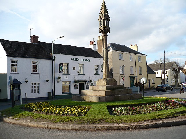Roundabout and Green Dragon Inn, Overmonnow