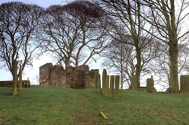 Ruined Chapel and graves near Heath