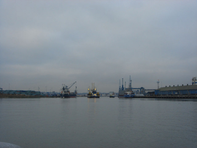 Dredging at the entrance of Ipswich Docks