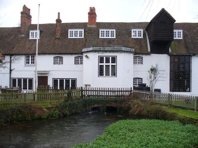 Warnborough Green Pub