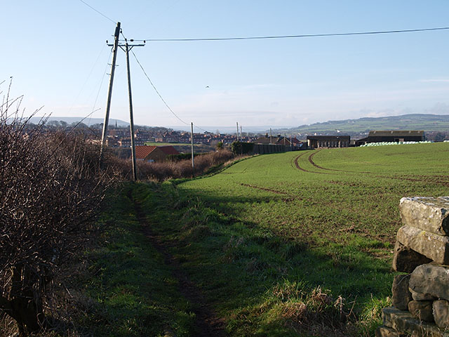Footpath leading to New Gardens farm
