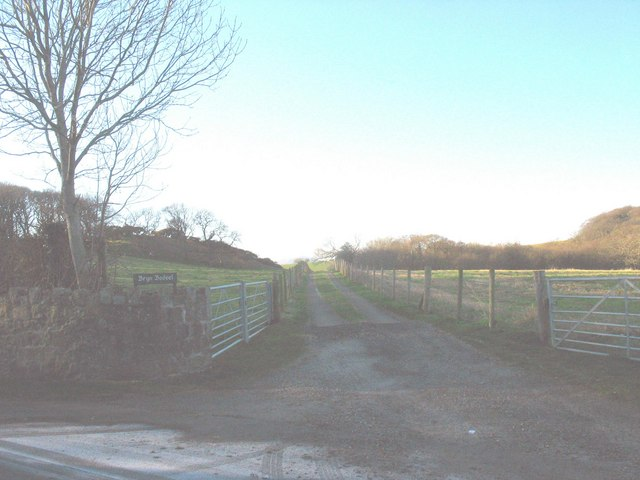 Farm road  leading to Bryn Bodvel