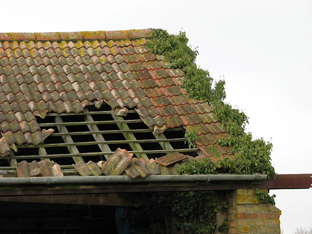 A Hole In The Roof 169 Evelyn Simak Geograph Britain And