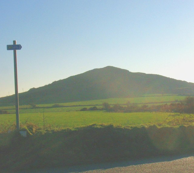 Moelypenmaen hill from the B4354