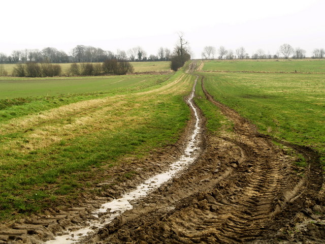 Farm track to the Lincolnshire Wolds