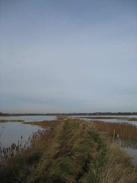 Footpath along the banks of the River Alde