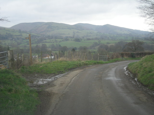 Lane & path out of Whittingslow