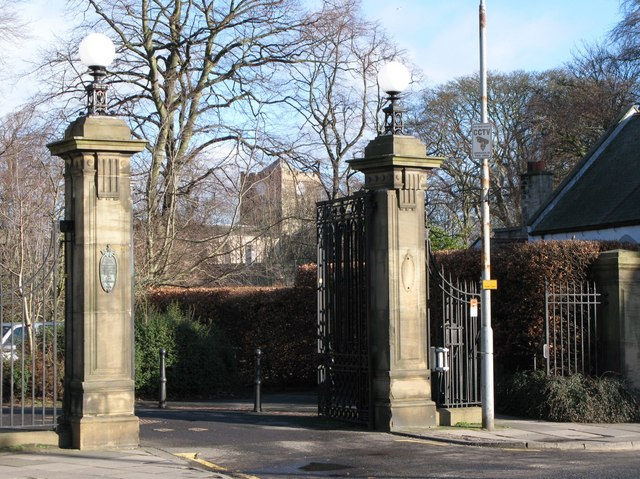The south gate to the Seal