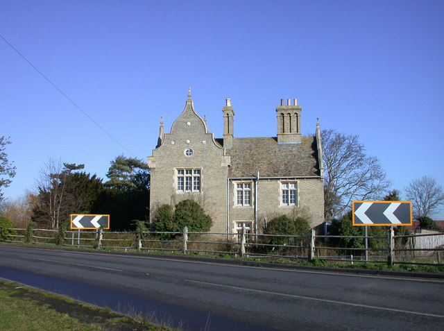 House on the bend by Clayhithe Bridge