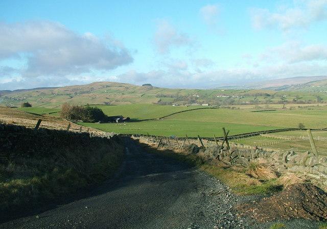 Steep hill below Swarthy Mere