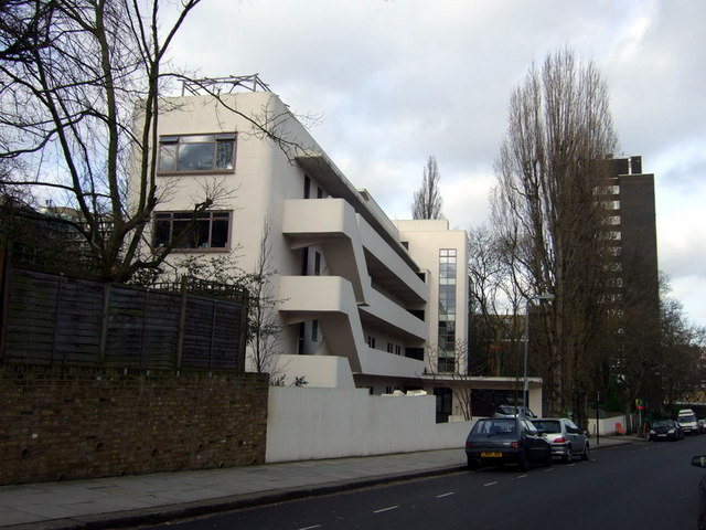 Lawn Road and the Isokon building
