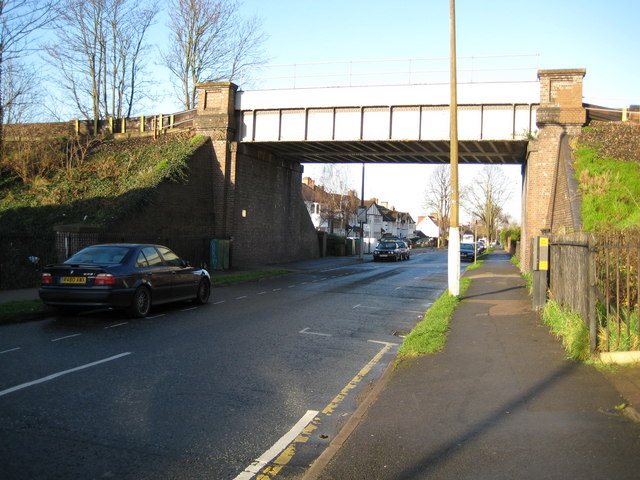 Benhilton: Stayton Road railway bridge