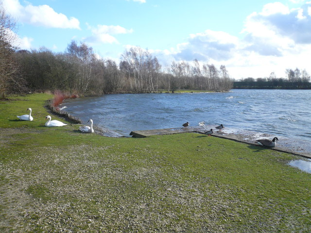 Daneshill Lakes - Footpath View