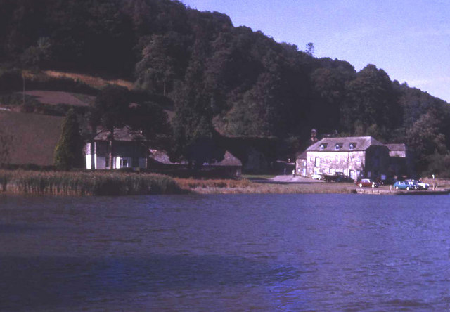Coming up to Cotehele Quay