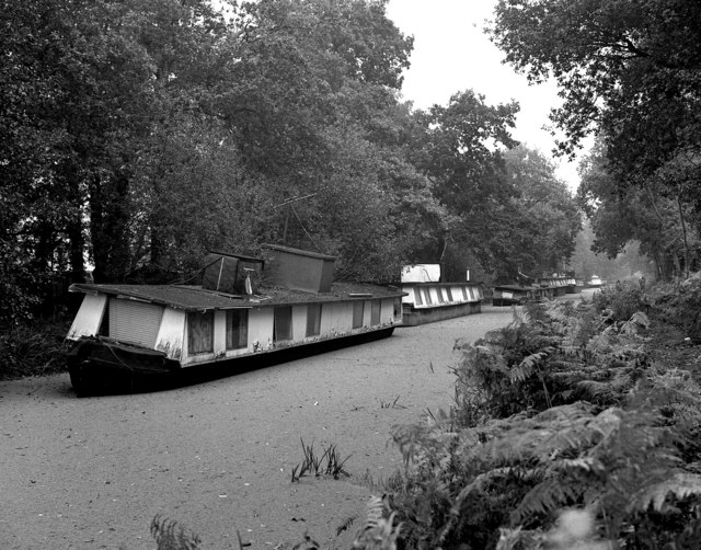 Derelict houseboats above Lock No 1